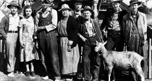 THE GRAPES OF WRATH [US 1940] l-r, EDDIE QUILLAN, DORRIS BOWDON, HENRY FONDA, JANE DARWELL, RUSSELL SIMPSON, FRANK DARIEN, O. Z. WHITEHEAD AND JOHN CARRADINE